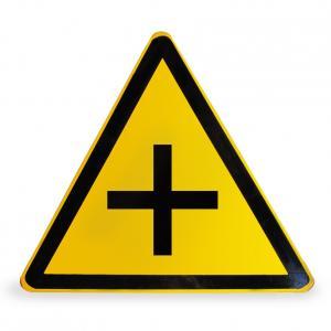 十字路口警告牌