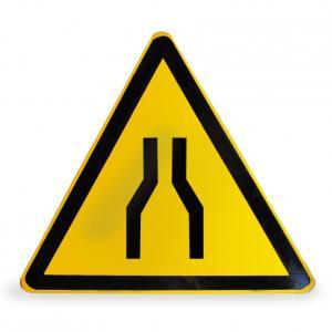 变宽路口警告牌
